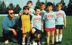 Gruppo di bambini della scuola calcio iniziata nel 1994